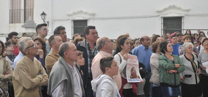 Cientos de vecinos arropan a la familia de Francisca, desaparecida en Hornachos