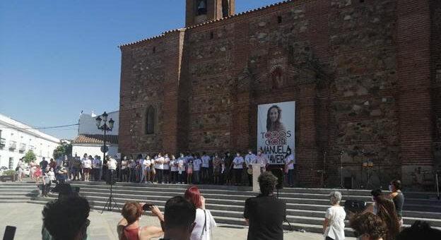 Las campanas de la iglesia de Monesterio resuenan en el cuarto aniversario de la desaparición de Manuela Chavero